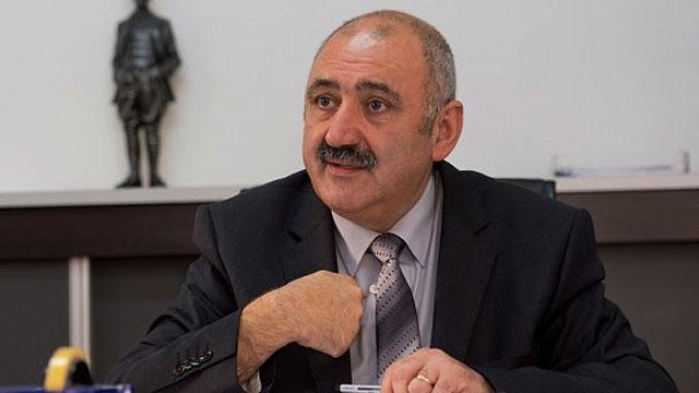 Burcu;   Kızılyürek Kıbrıs Türklerini temsil edemez