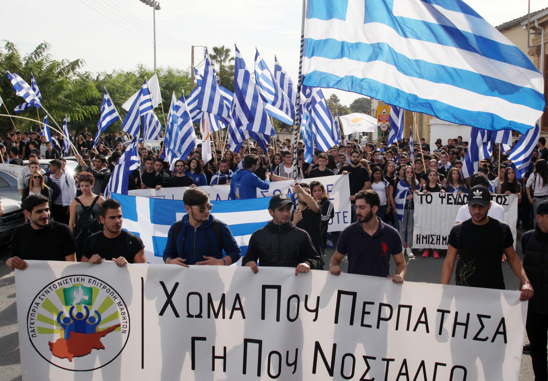 """Binlerce Rum öğrenci eylem düzenledi… """"Türkler Yunan toprağında ölecek"""""""