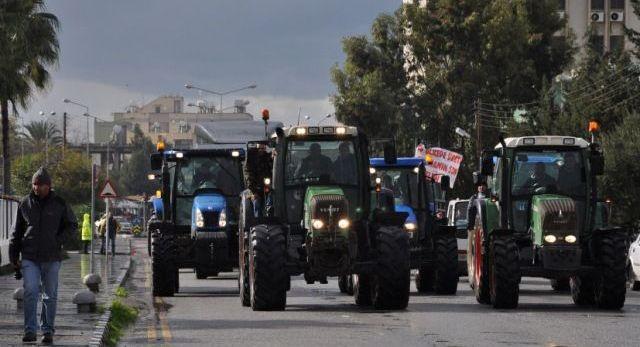 Çiftçilerden hayvancıların eylemine araçlı destek