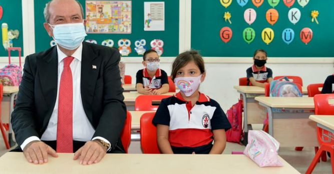 Ersin Tatar, yüz yüze eğitimin ilk gününde Şehit Tuncer İlkokulu'nu ziyaret etti