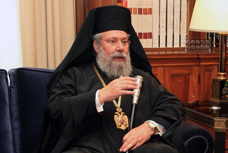 Başpiskopos Hrisostomos;   Türkiye'den gelenler Kıbrıs'tan gitmeli
