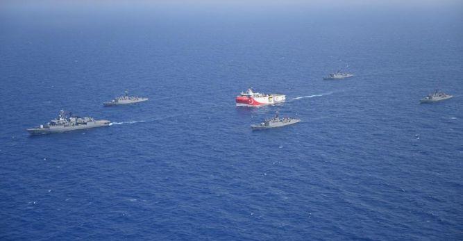 Fransız donanması Oruç Reis ve Barbaros'u izliyor…   Büyük provokasyon!