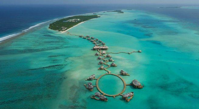 Denizin ortasında tatil köyü