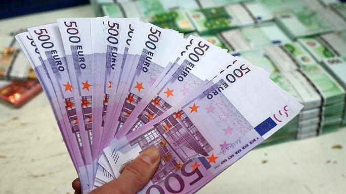 AKEL'de para kavgası büyüdü