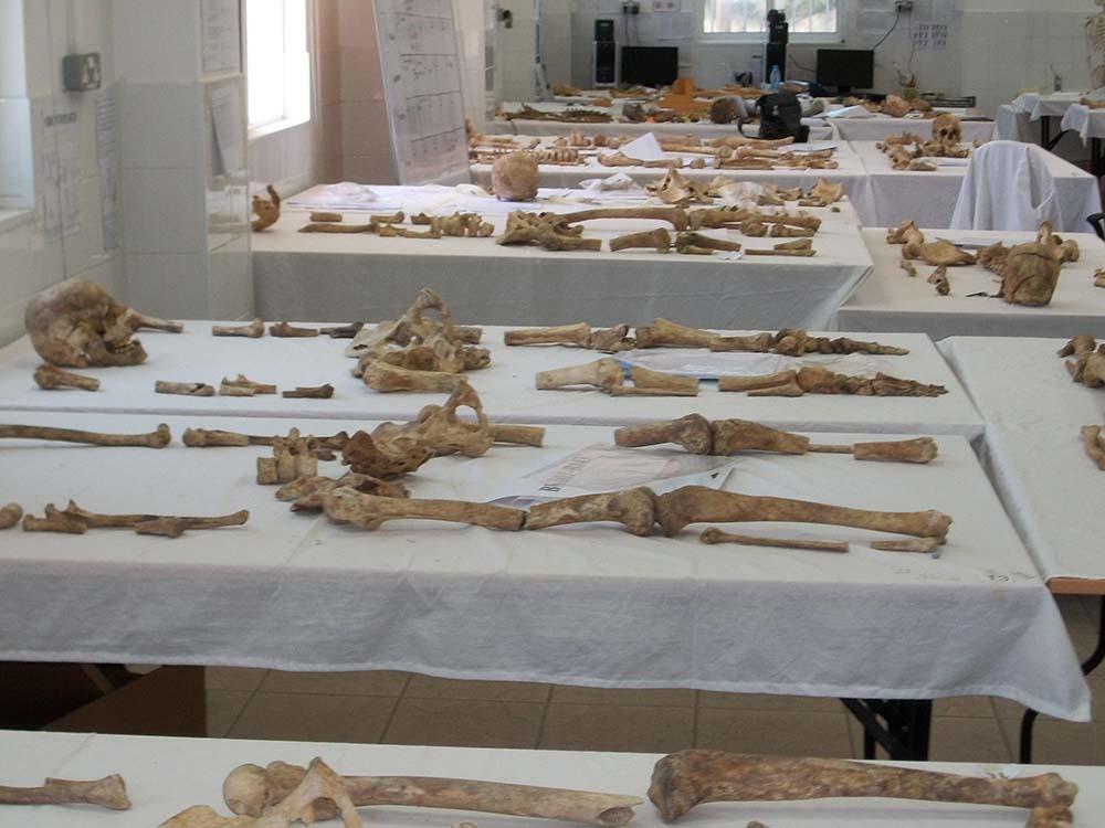 Rum vahşeti…   Türklerin kemiklerini kırdılar