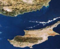 """Yunanistan  Kıbrıs'ın adını değiştirdi;   """"Megaloniso"""""""