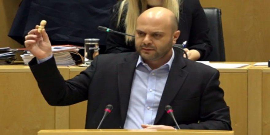 Mavridis;    Türk askeri Kıbrıs'tan ayrılmalı