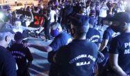 Rum polisi Müslüman göstericilere saldırdı