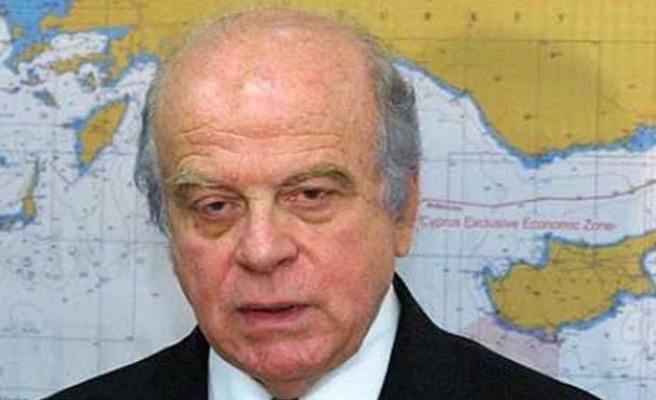 Rolandis;   Bizim için Türkiye ile kim  savaşacak?
