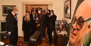 Denktaş'ın çalışma ofisini ziyaret eden ilk Cumhurbaşkanı