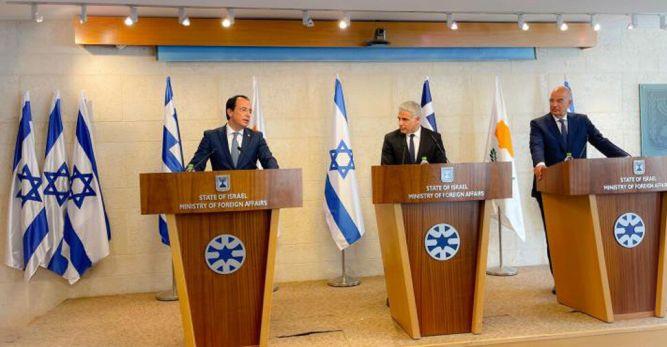 İsrail, Yunanistan ve Güney Kıbrıs dışişleri bakanları üçlü zirvede bir araya geldi